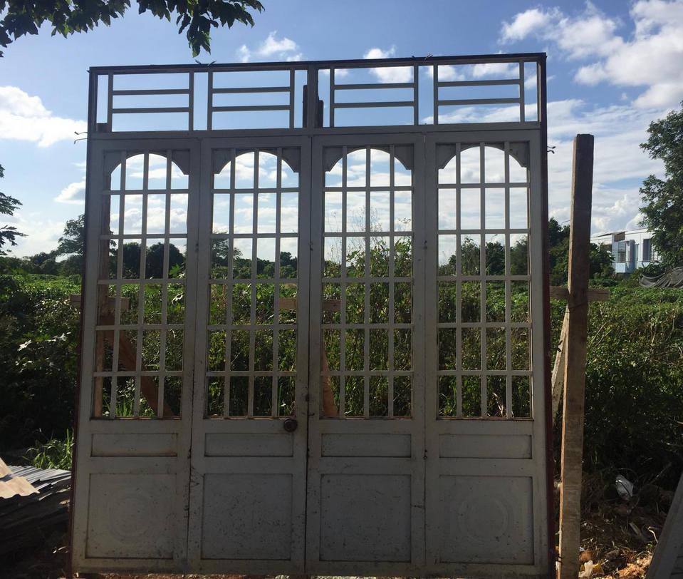 cửa sắt cũ
