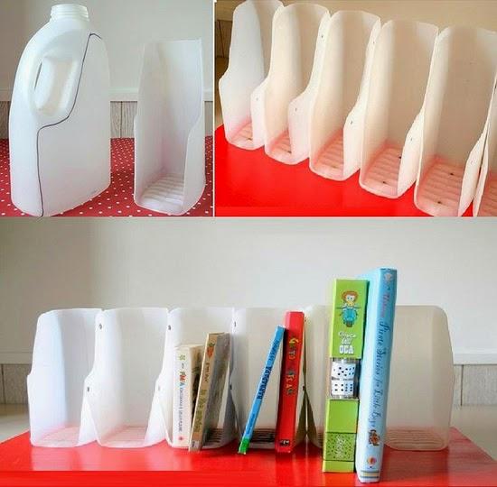 Chúng ta sẽ sử dụng vít để gắn các chai nhựa đã cắt lên tấm gỗ sơn màu đỏ.