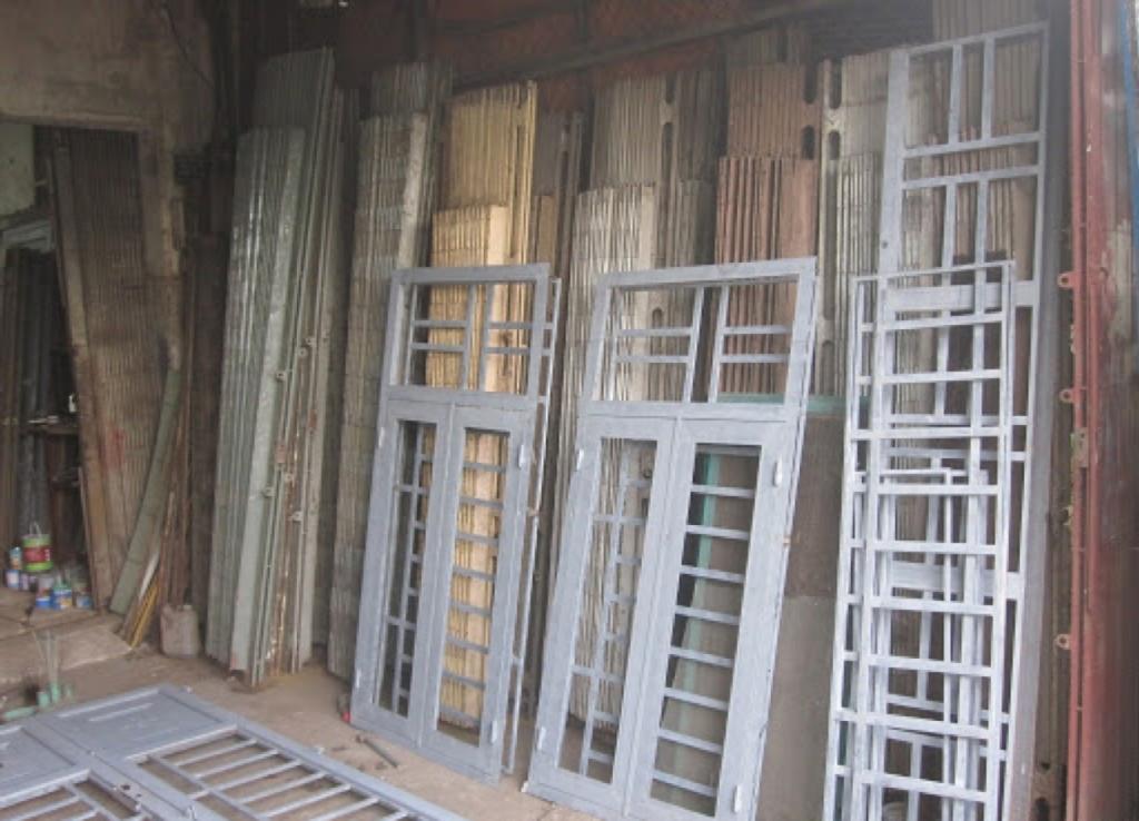 Thu mua cửa sắt cũ – khung cửa tại TPHCM giá cao