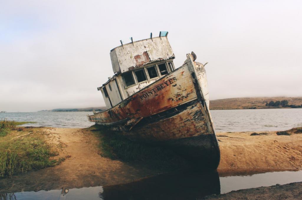 Mua bán tàu biển cũ – mua bán neo tàu biển, mua bán máy tàu thuyền cũ