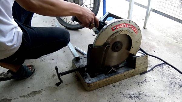 Không một ai trong chúng ta có thể biết máy cắt sắt cũ đã hỏng và sửa lỗi bao nhiêu lần